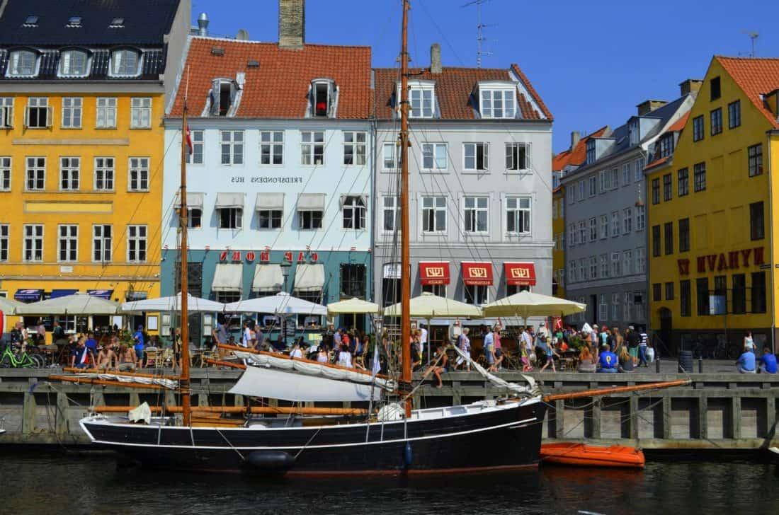 Wasser, Boot, Kanal, Wasserfahrzeug, Stadt, Segelboot, Schiff, Innenstadt