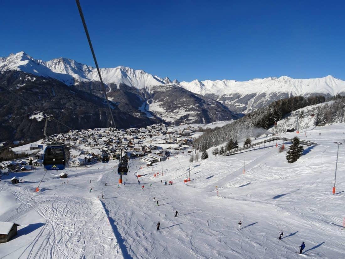 雪、冬、日中、スキーヤー、スキー、山、スキーヤー、寒さ、スノーボード、スポーツ