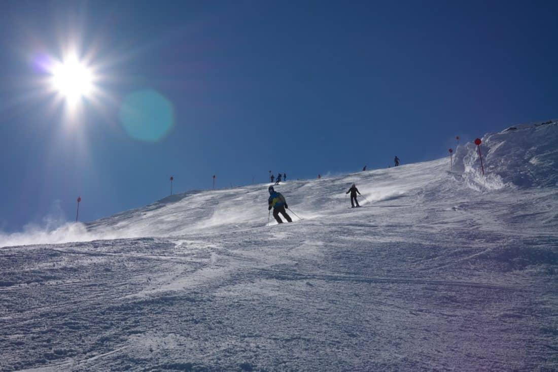 Sport, Abenteuer, Sonne, Schnee, Winter, Kälte, Mountainbike, Snowboard, Skifahrer, Eis