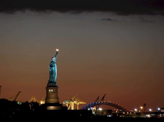 sunset, city, dusk, sky, dawn, statue, sky, architecture, nightr, tower