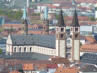 arquitectura, ciudad, ciudad, urbano, centro de la ciudad, al aire libre, iglesia, techo, torre, casa