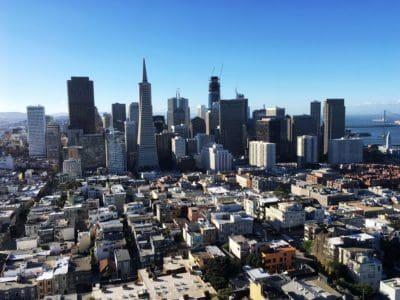 cidade, paisagem urbana, no centro da cidade, construindo, azul céu, arranha-céus urbano, arquitetura,