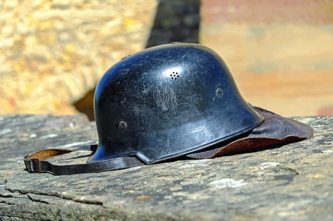 Шолом метал армії, щит, ремінь, заліза, стара