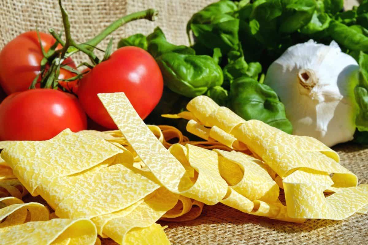alimentaire, tomate, légumes, oignon, salade, pâtes, régime, salade
