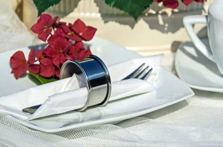 kukka, terälehti, sisustus, Ravintola, haarukka, asetelma, levy, lautasliina