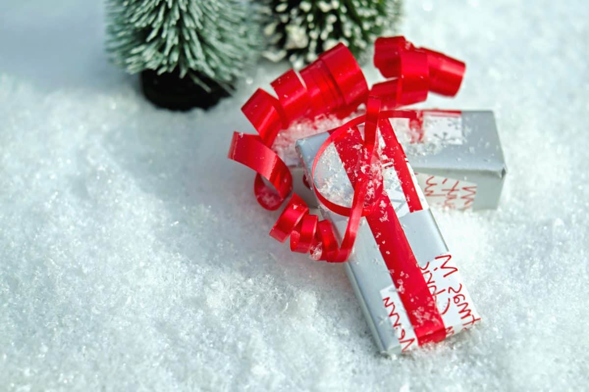 surprise, tape, gift, snow, winter, Christmas, snowflake