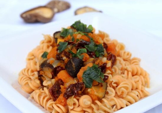 sauce, spaghetti, dish, meal, food, macaroni, lunch, dinner