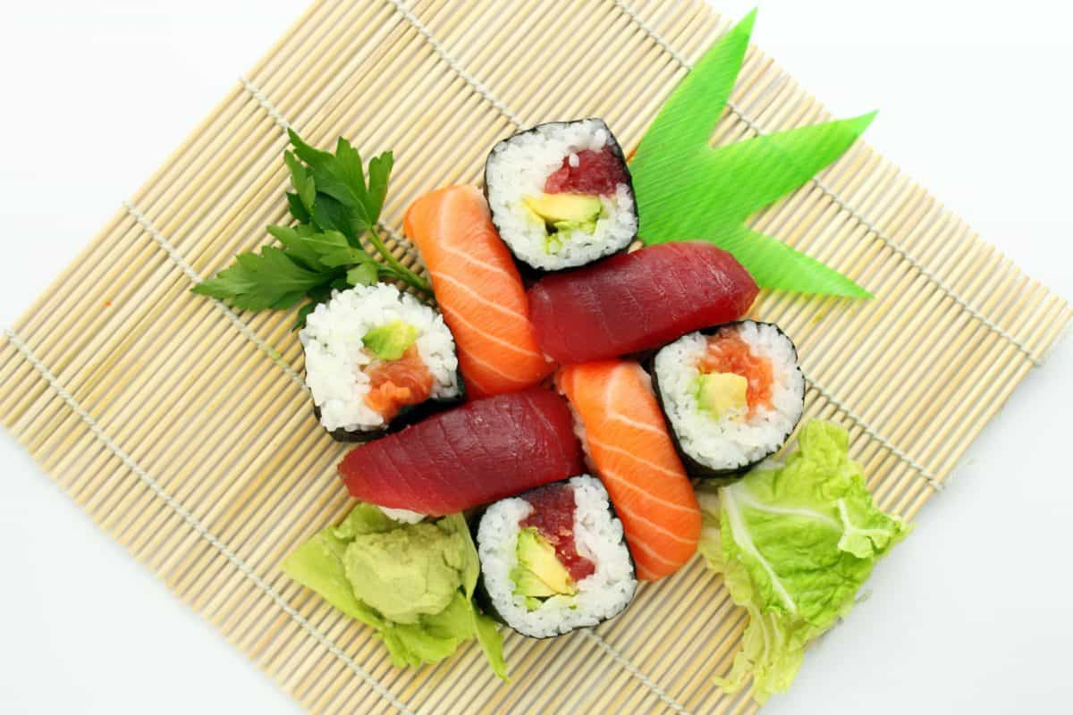 food, sushi, lunch, rice, dinner, salmon, leaf, meal, fish