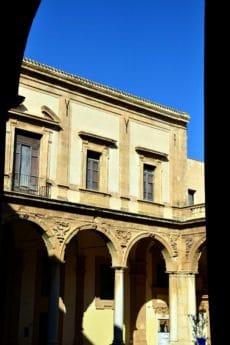 architecture, ville, façade, extérieur, bleu ciel, fenêtre, pilier