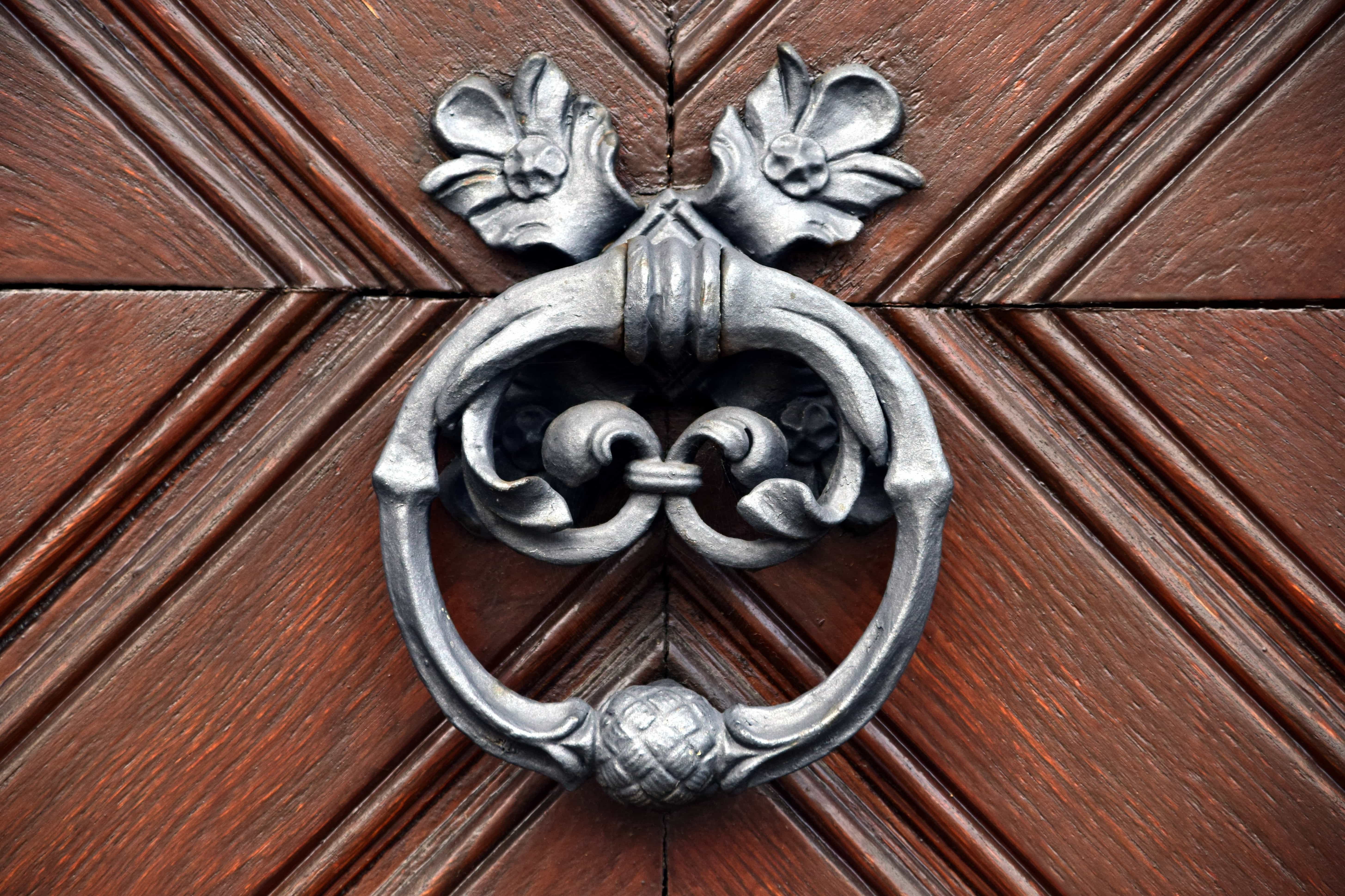 Imagen gratis madera madera puerta de entrada knock for Porton madera antiguo