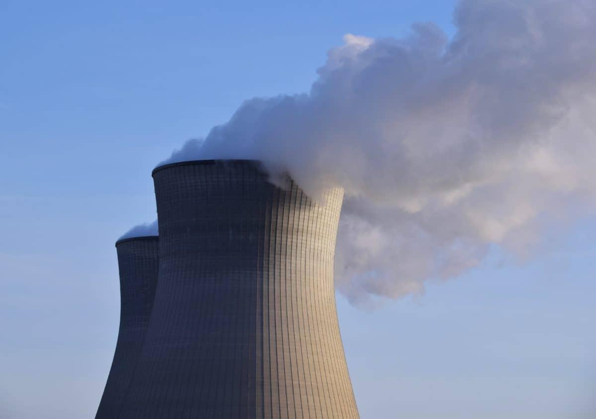 modrá obloha, továrna, kouř, smog, znečištění, pára, průmysl