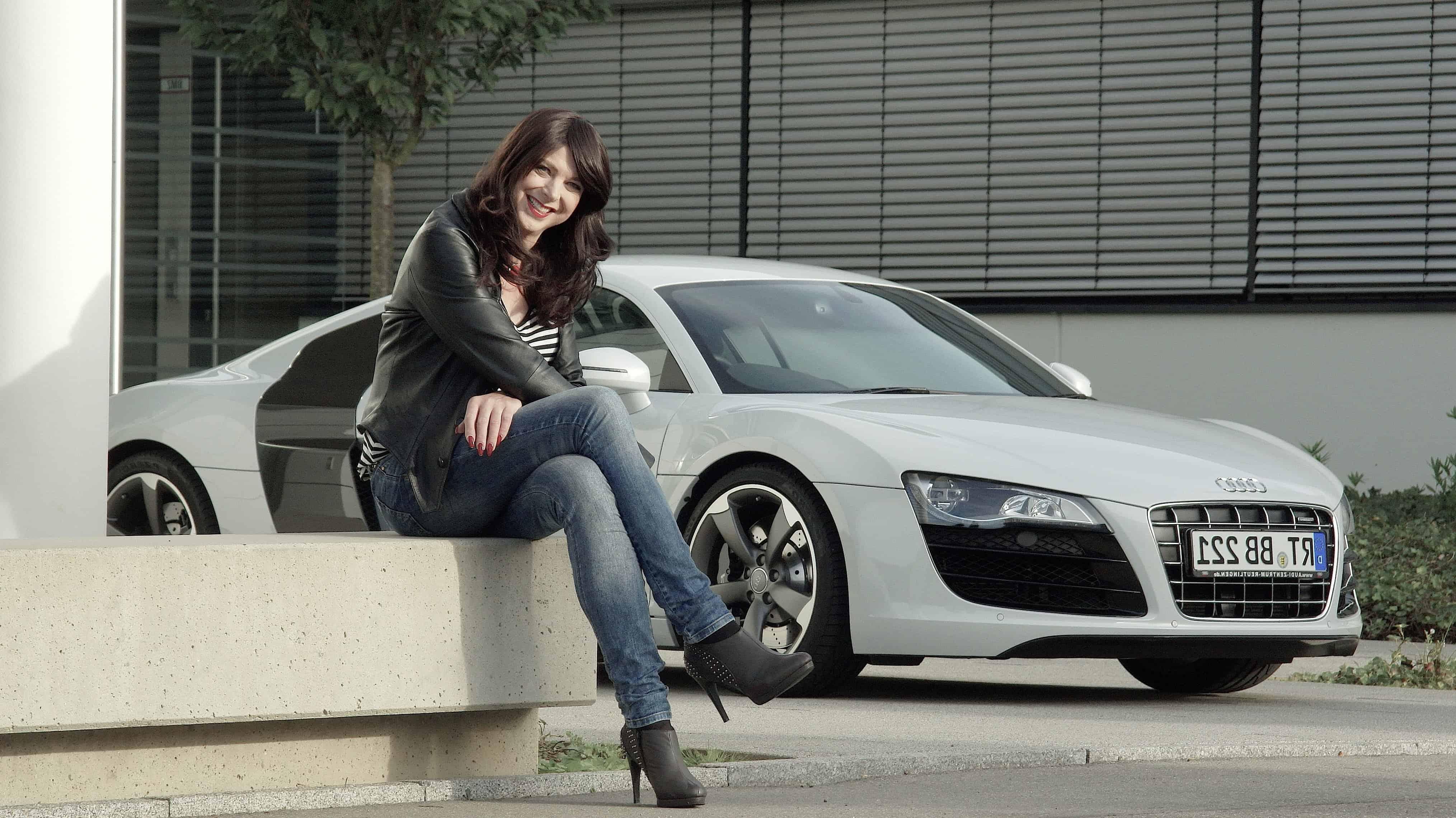 Imagen gratis: Retrato, coche, mujer, personas, sedan ...