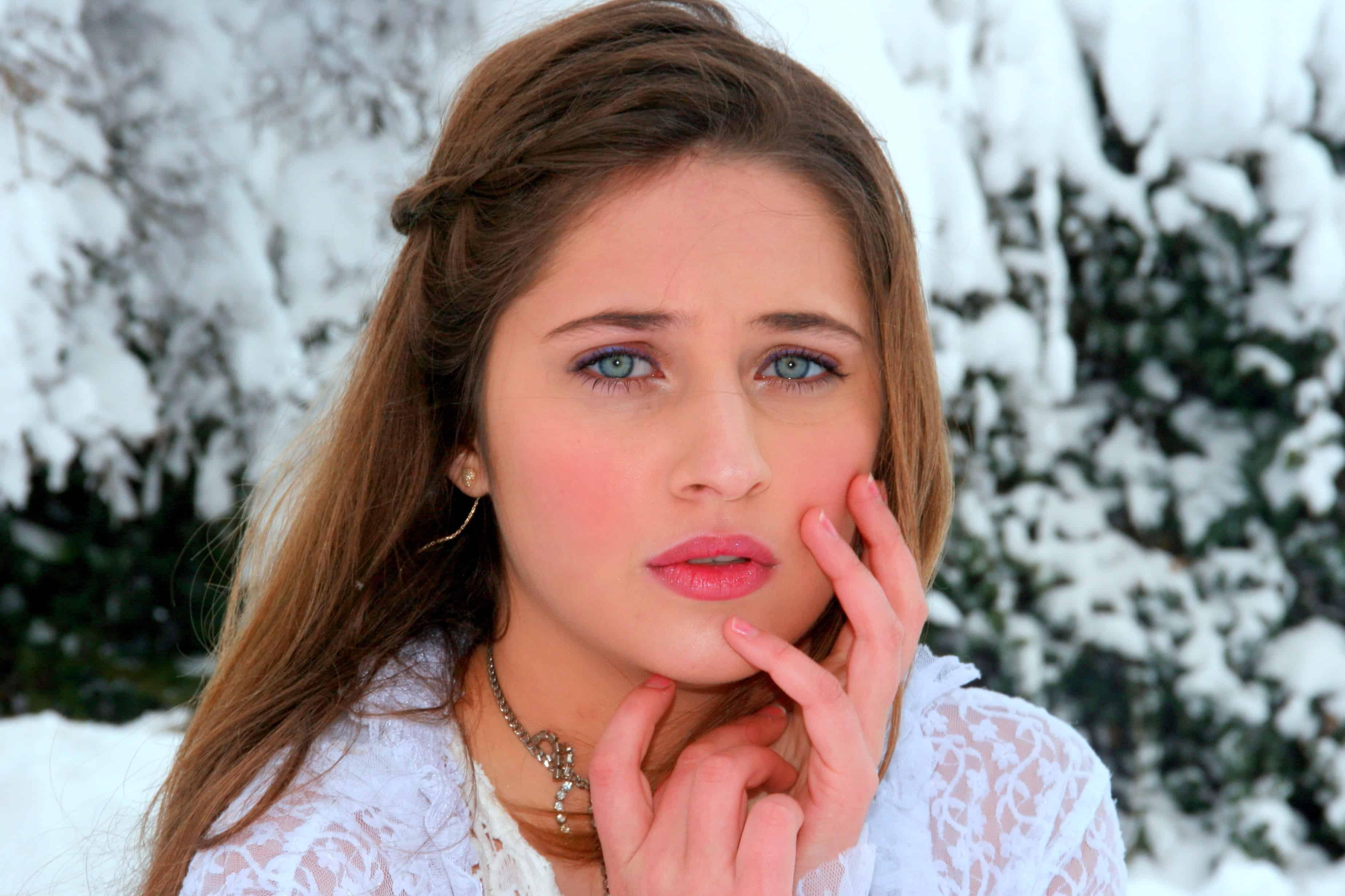 image libre  v u00eatements  femme  superbe  rouge  u00e0 l u00e8vres  maquillage  portrait  joli  visage
