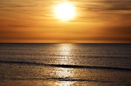 agua, al aire libre, cielo, playa, puesta de sol, océano, noche, el sol, horizonte