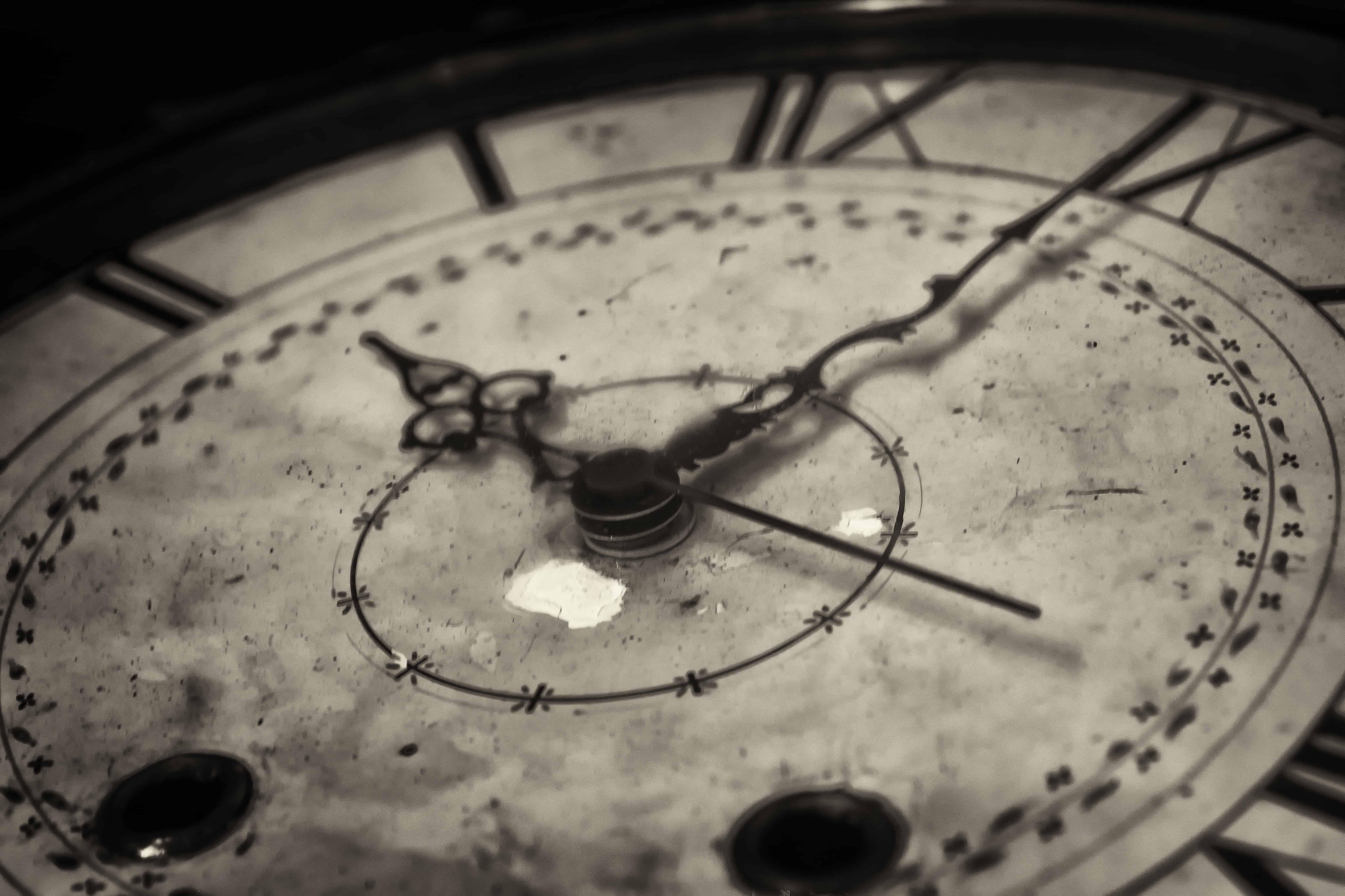 Они измеряют ход времени, символизируют его бесконечность.