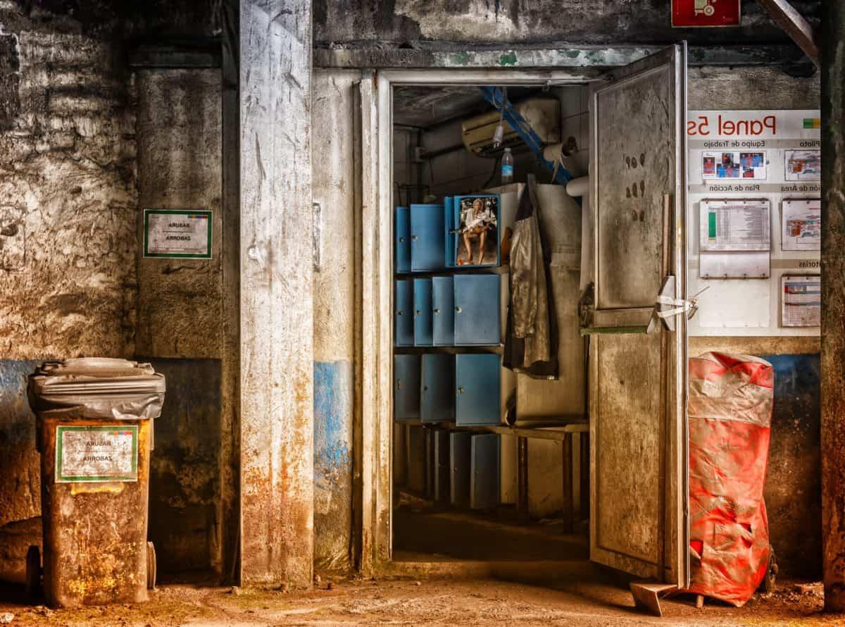 rue, porte, poubelle, affiches, avis, façade