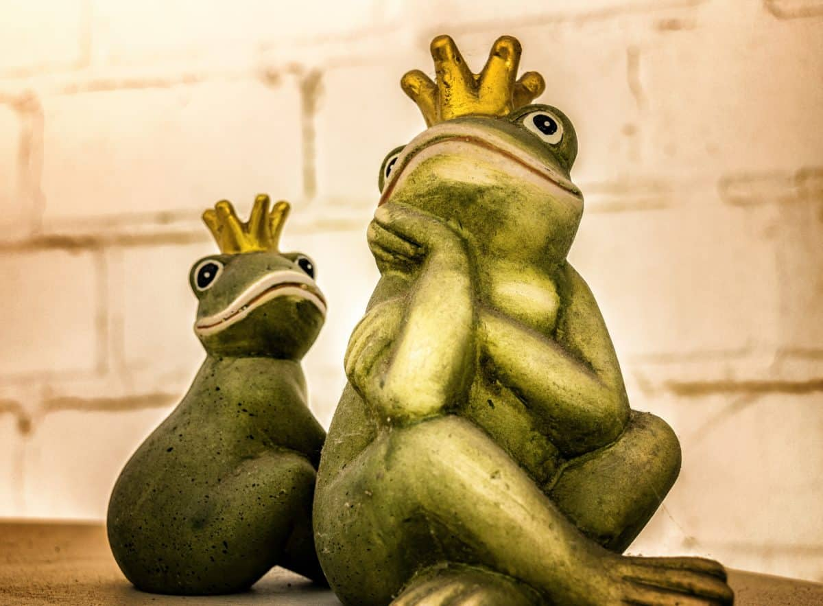 frog, object, prince, sculpture, statue, art, detail
