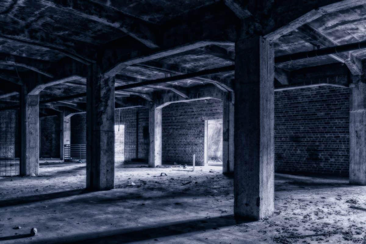 architettura, garage buio, in modalità monocromatica, monocromatico, muro vecchio, all'aperto