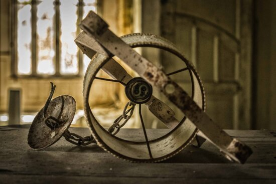 metal, antique, lamp, chain, old, iron, object, dust, shadow