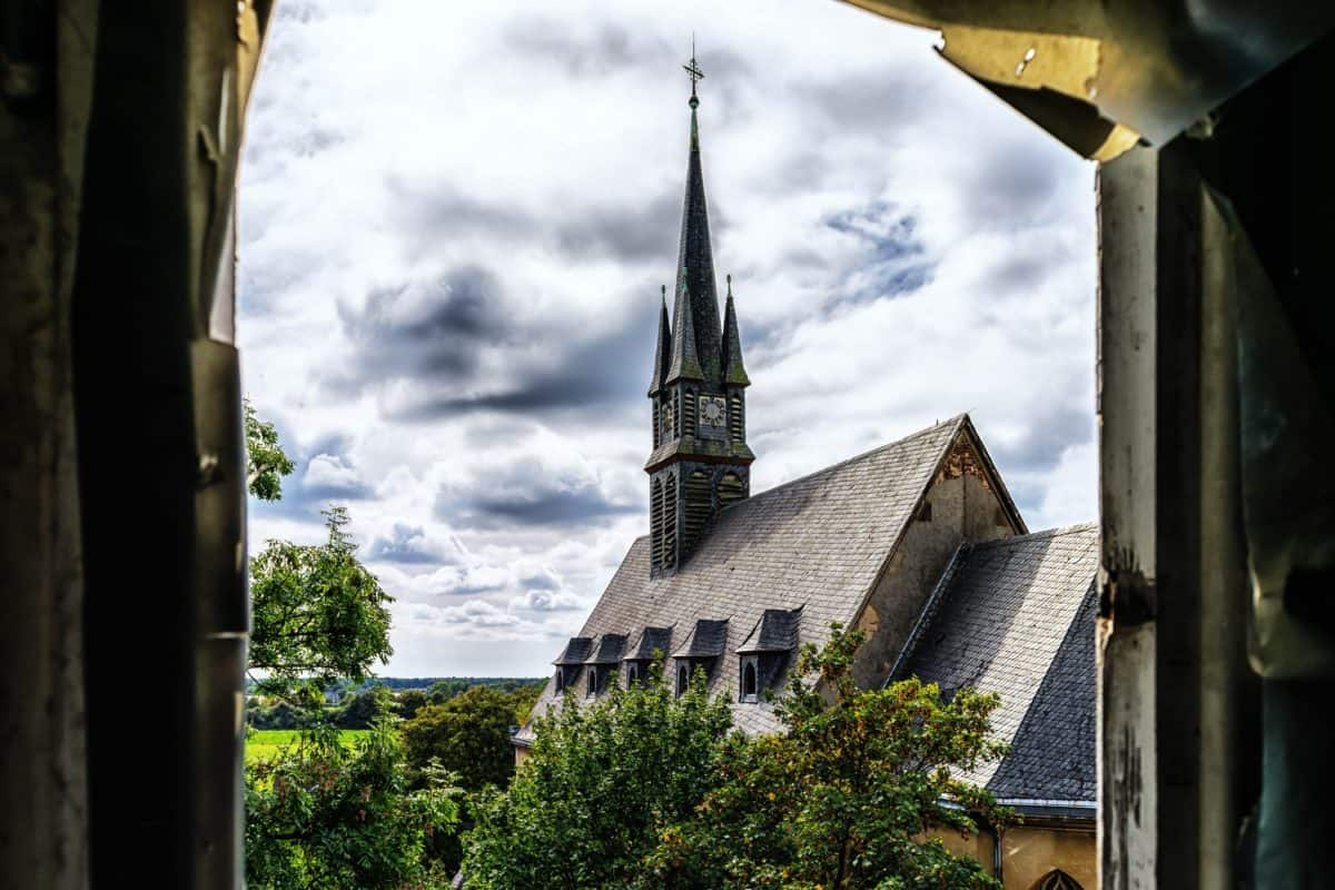 church, architecture, tower, sky, structure, landmark, outdoor