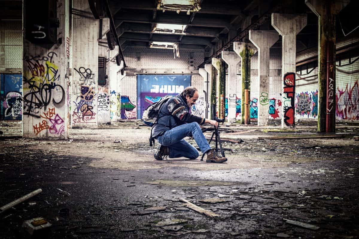 Street, graffiti, man, fotograaf, statief, grond, buiten