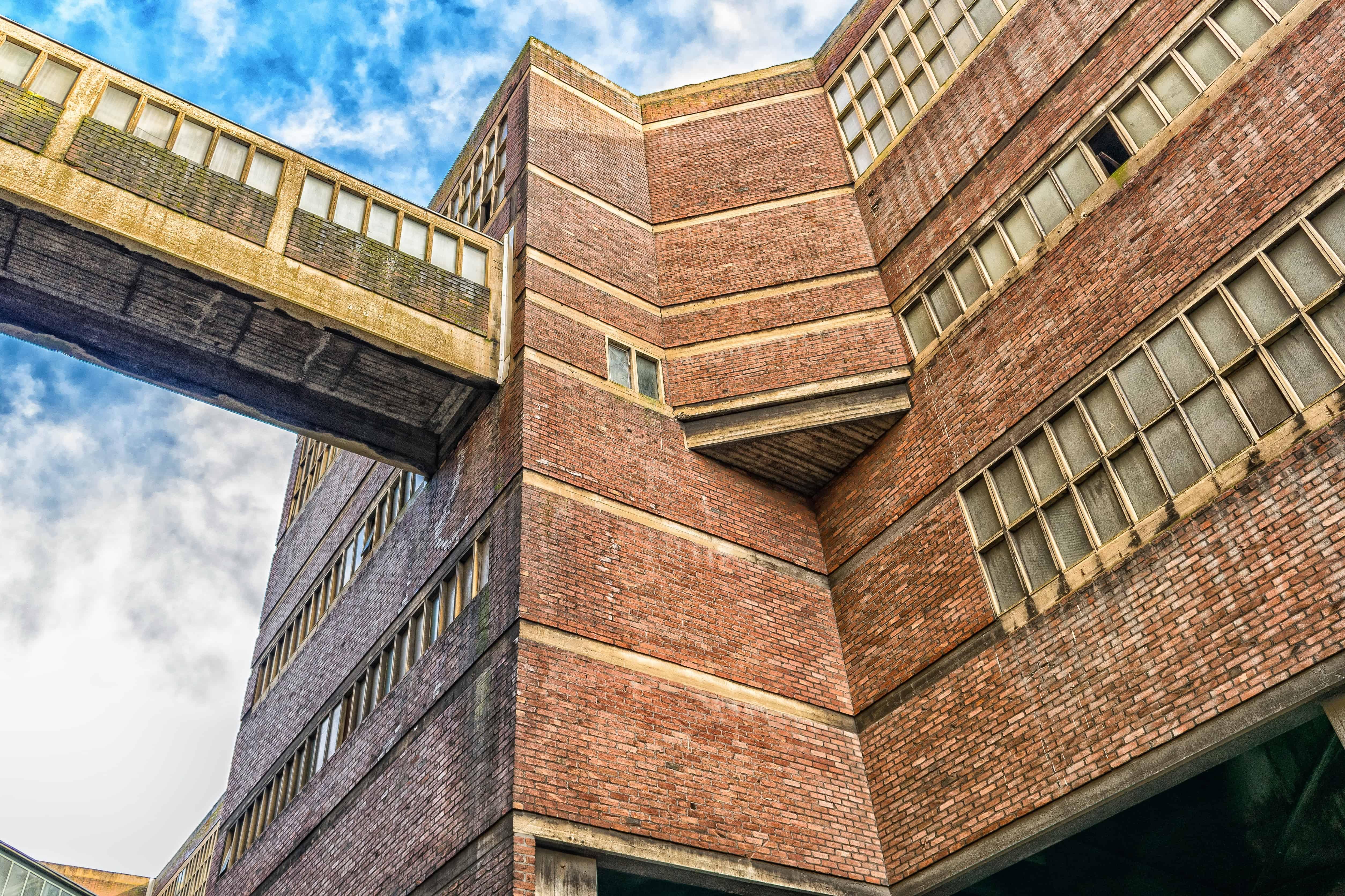 Kostenlose bild fenster ziegel mauer industrie himmel for Moderne architektur gebaude