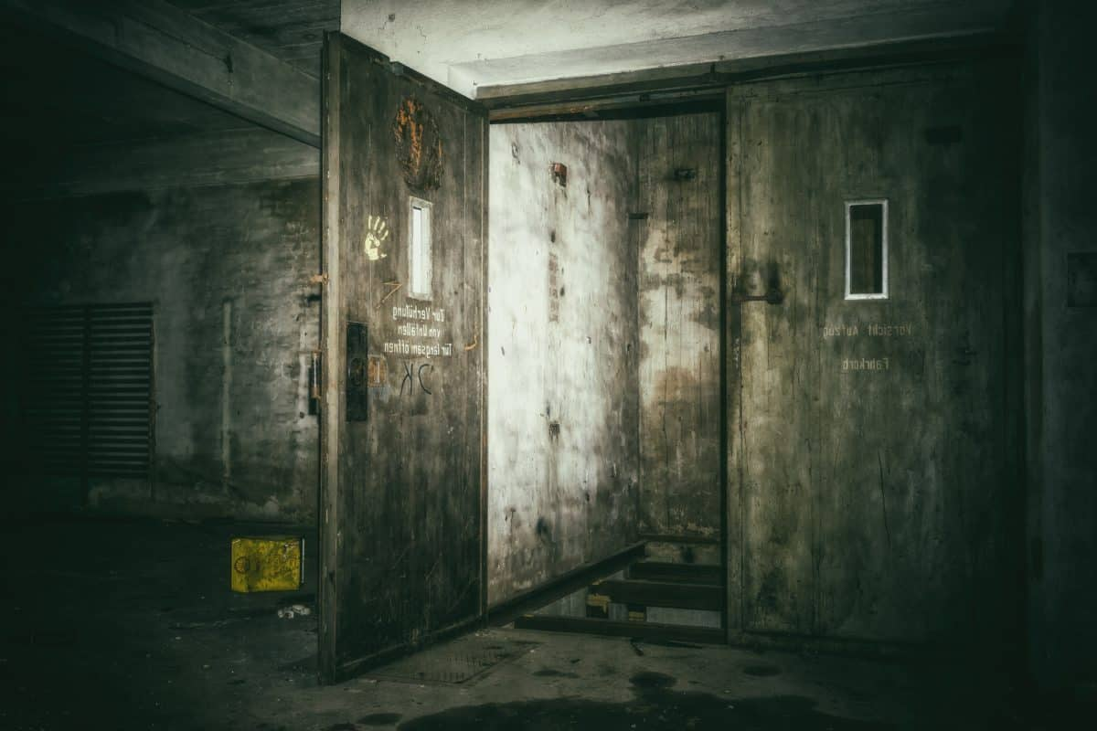 room, elevator, old, city, architecture, door, darkness