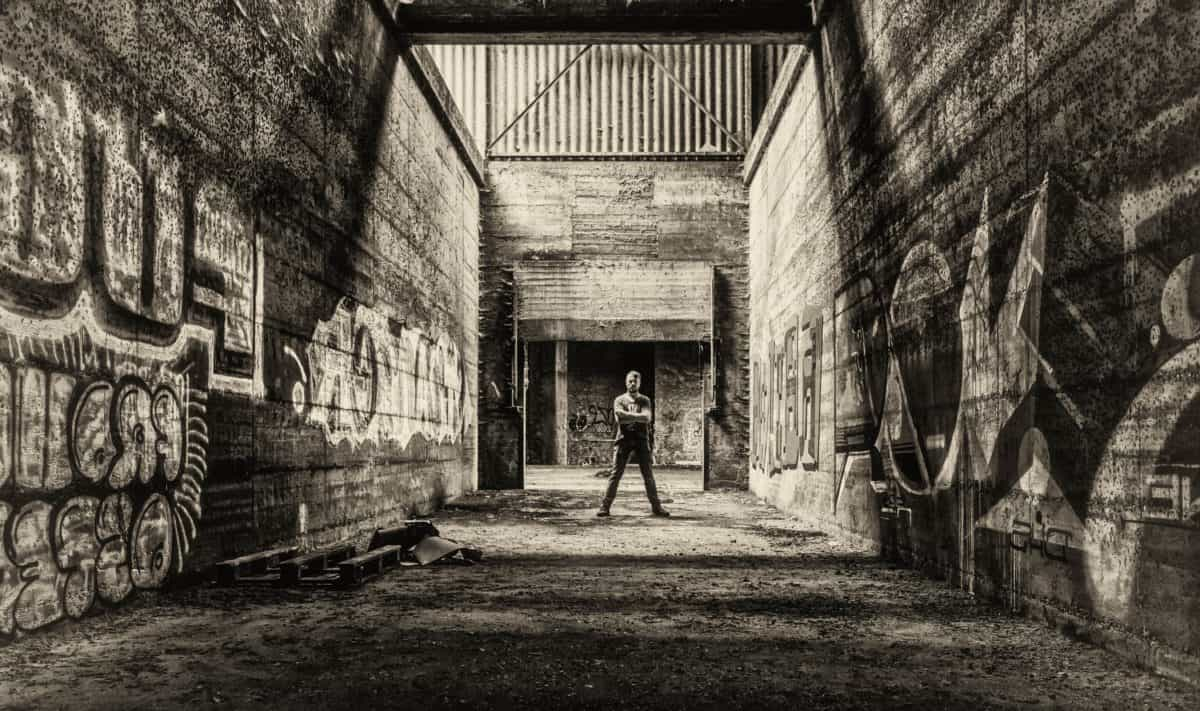 hombre, monocromo, pared, grafito, retro, hormigón, arquitectura