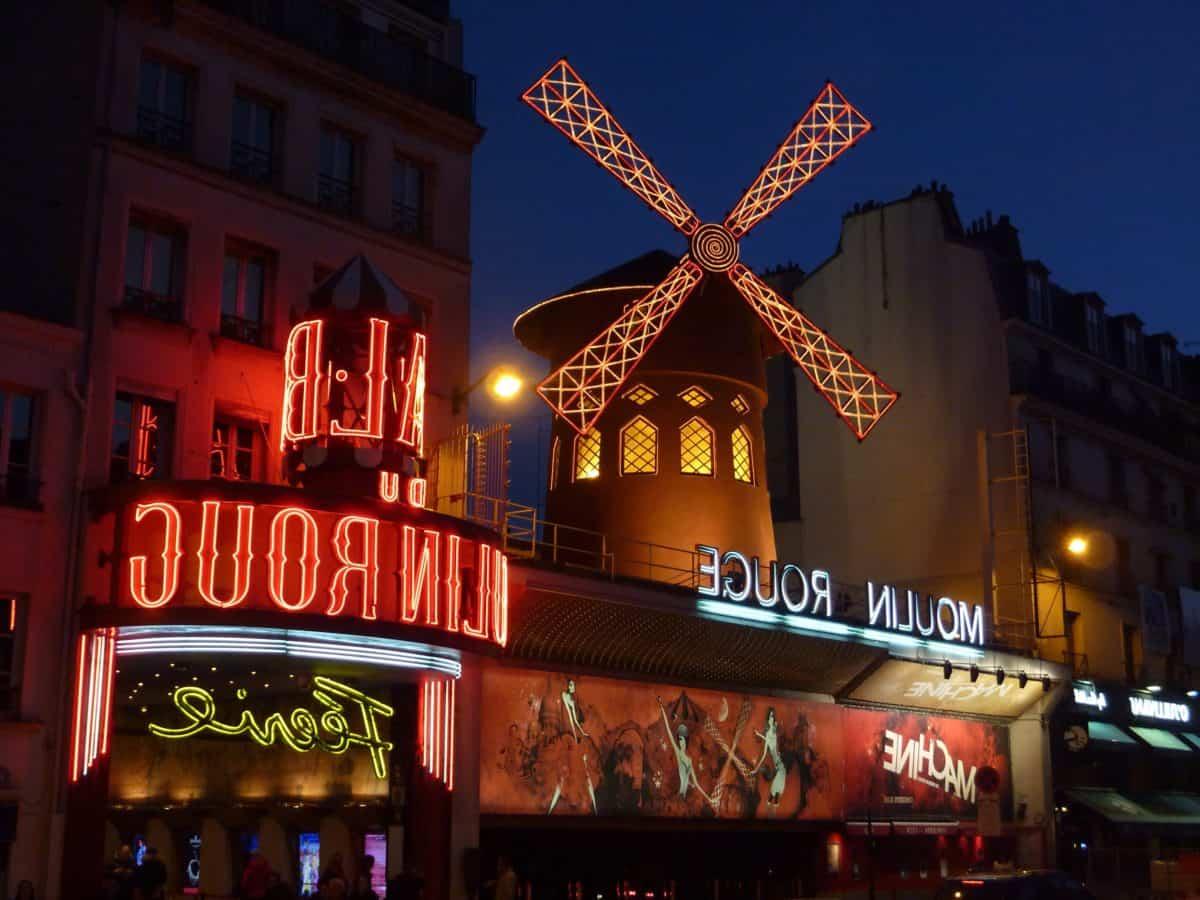 Moulin à vent, centre-ville, ville, publicité, bâtiment, ville, nuit, lumière