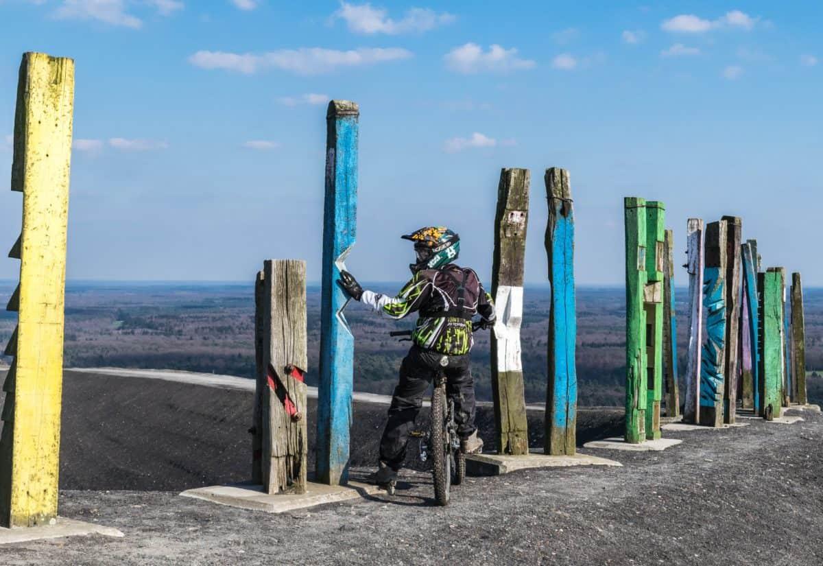 Motorrad, Mann, Helm, Himmel, Landschaft, Tageslicht, Motorradfahrer
