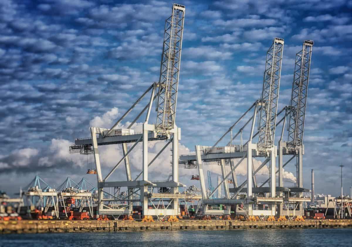 mar, grúas, industria, puerto, muelle, cielo azul, agua urbana, al aire libre,