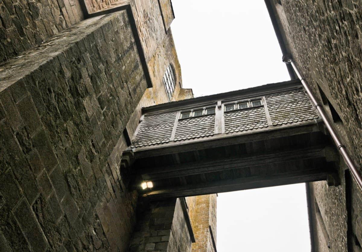 bridge, window, sky, architecture, outdoor, brick, building