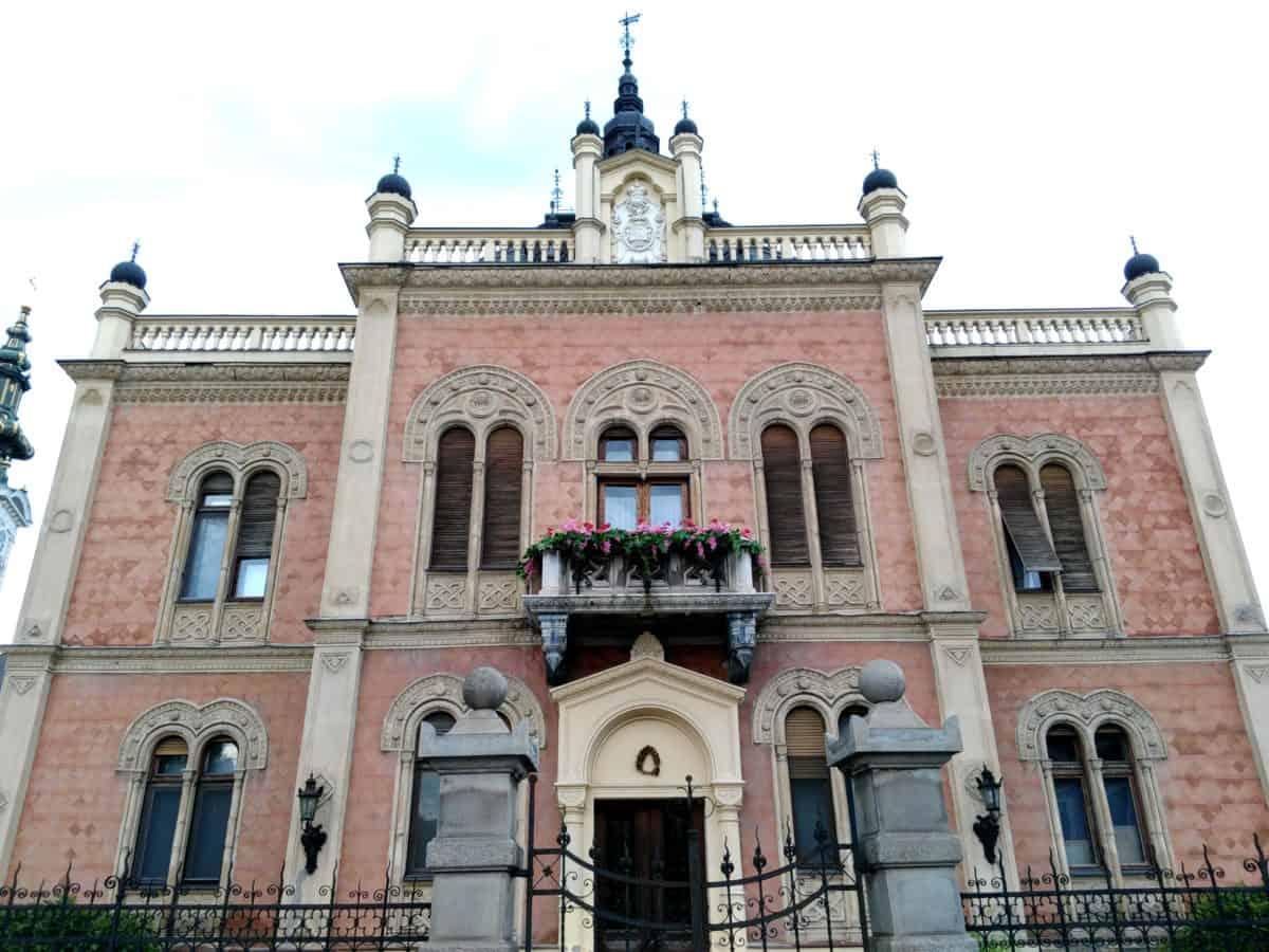 Novom Sadu, stari, religija, ulici, u centru grada, arhitektura, grad, fasada