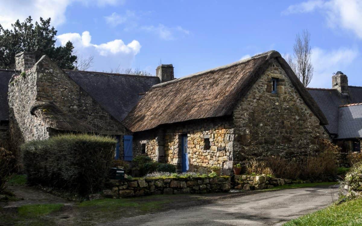 maison, maison, village, architecture, ciel bleu, herbe de la rue, en plein air,
