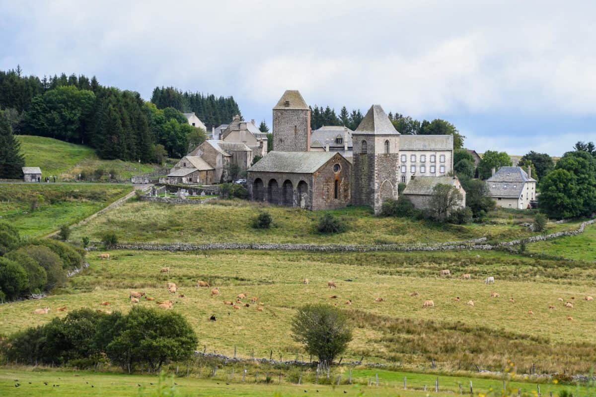 grass, castle, house, landscape, architecture, palace, hill, blue sky
