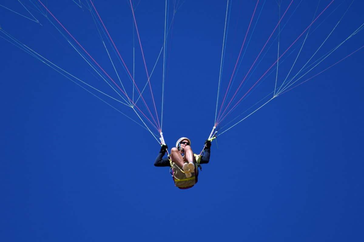sport extrême, ciel bleu, parachute, personnes, extérieur, personne, sauter