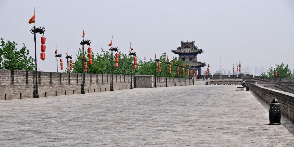 cielo, camino, piedra, atracción turística, baluarte, bandera, edificio