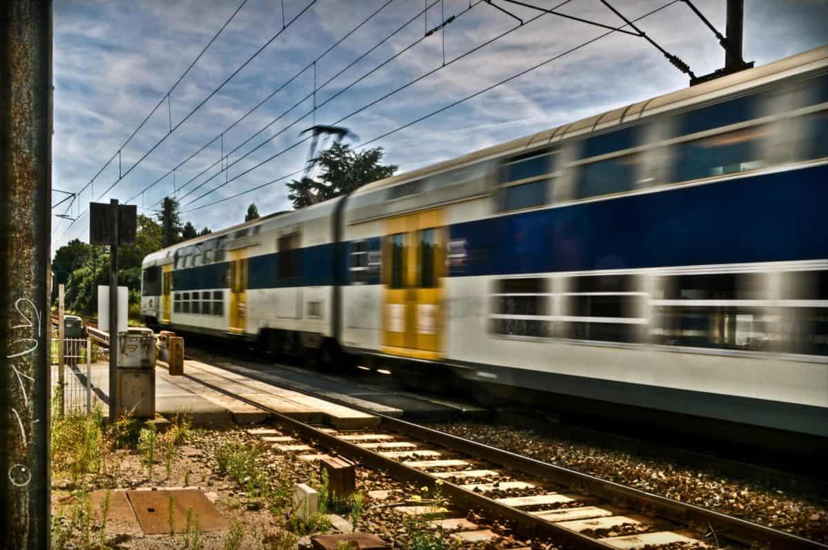 Stazione ferroviaria, treno, vagone, locomotiva, piattaforma, stazione