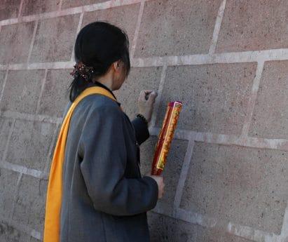 educazione, religione, donna, persone, persona, all'aperto, muro di mattoni