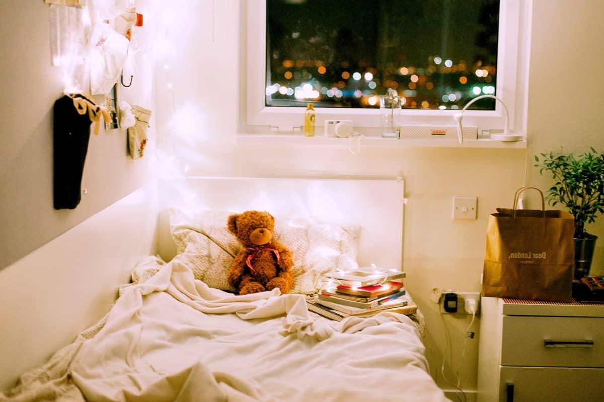 ház, lámpa, ágy, hálószoba, ablak, bútor, szoba, belső