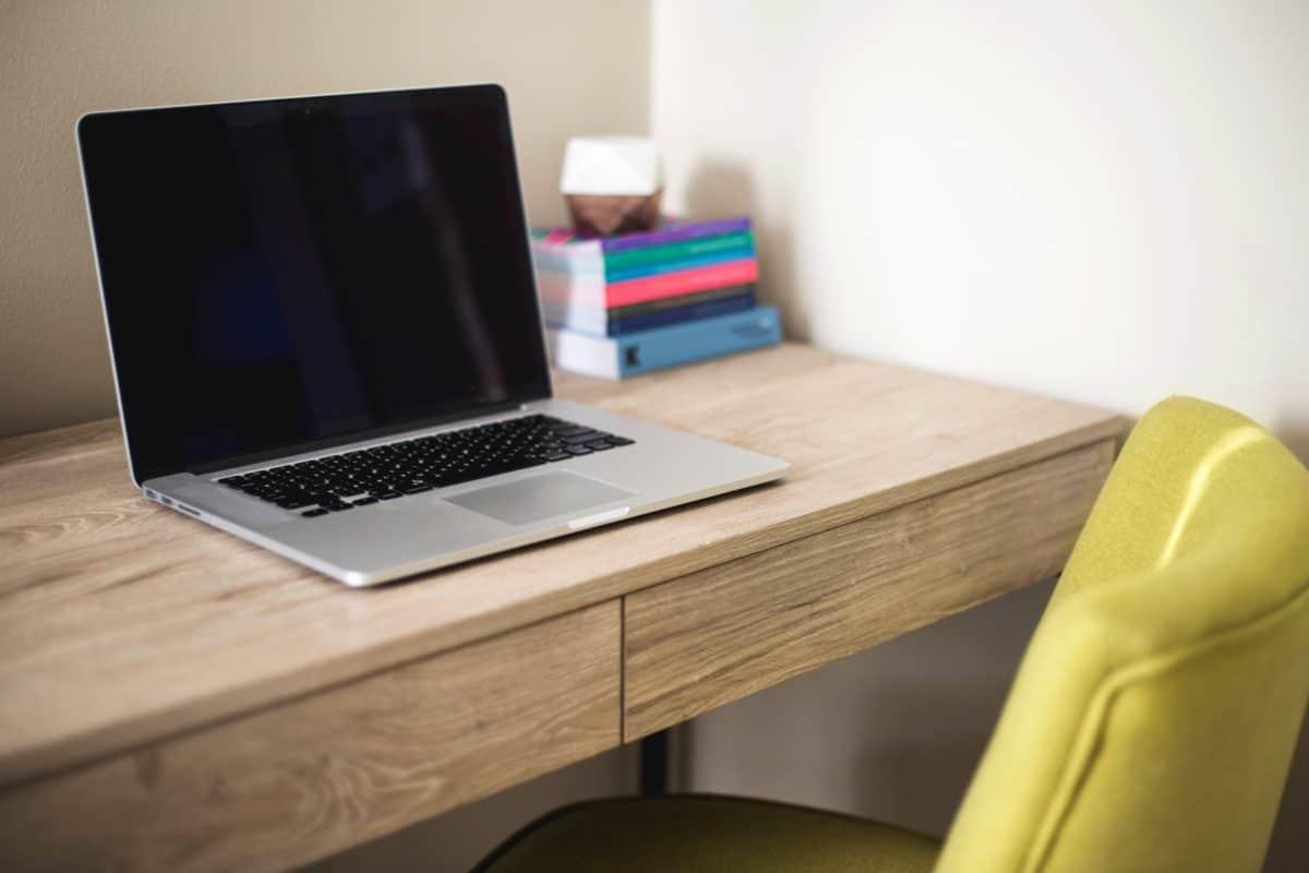 tavolo, computer portatile, scrivania, mobili, internet, ufficio, stanza