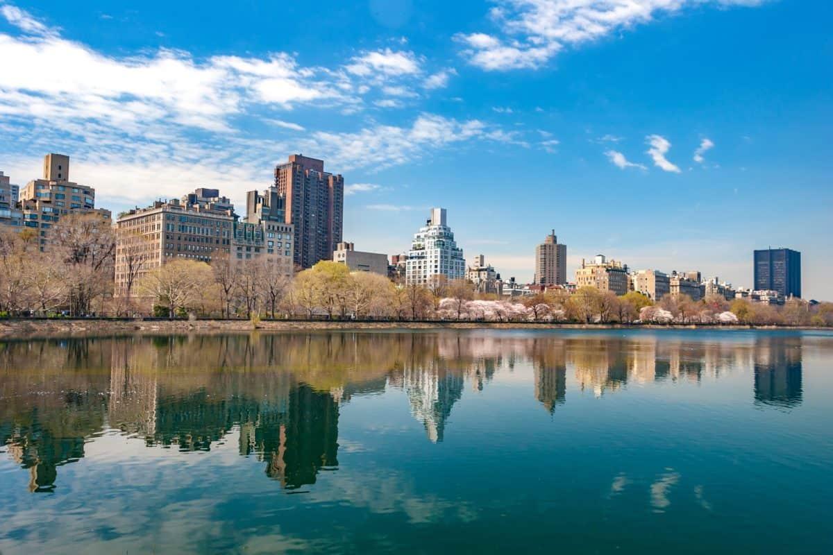 riflessione, paesaggio urbano, architettura, acqua, città, cielo blu
