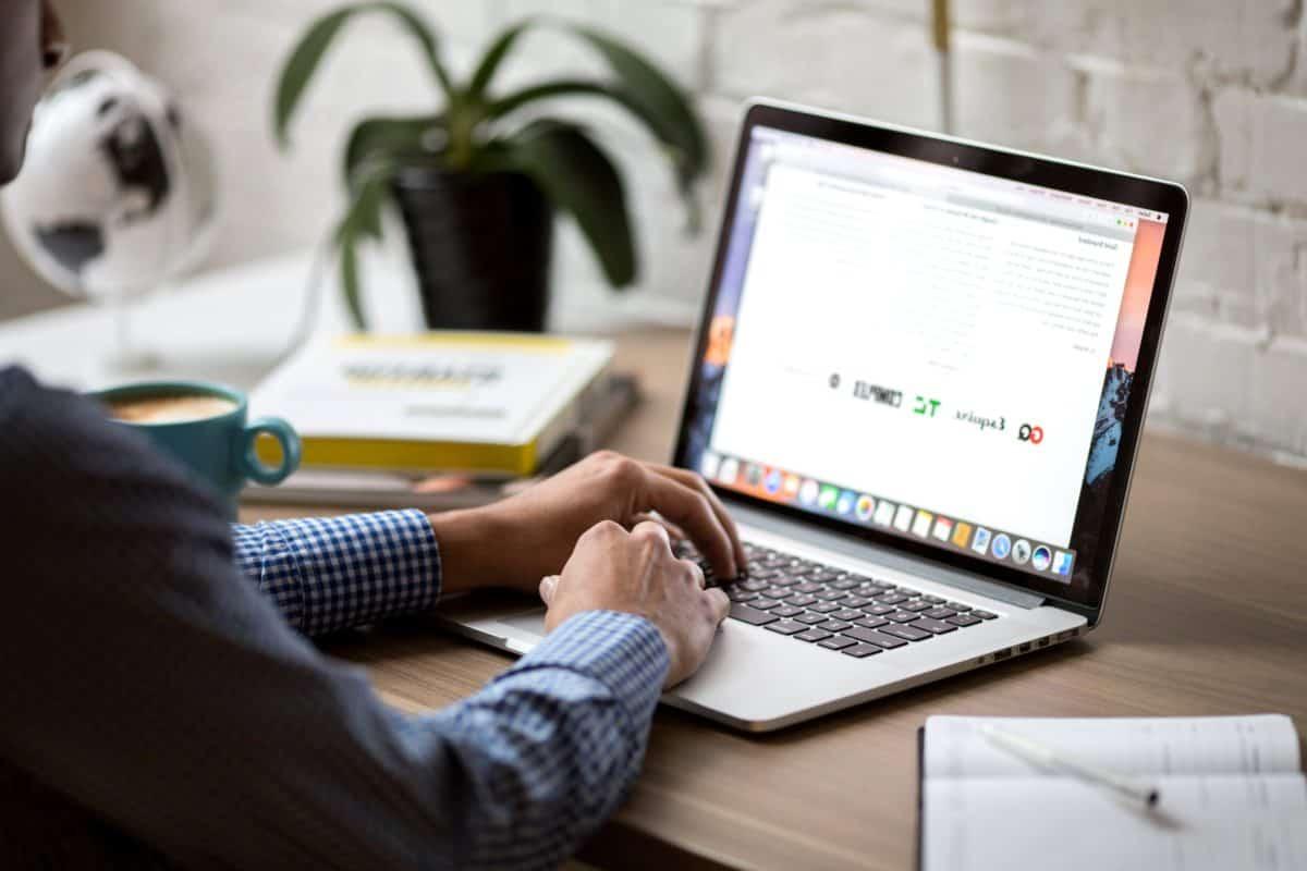програмист, интернет, технологии, компютърни лаптоп, тетрадка, клавиатурата на компютъра