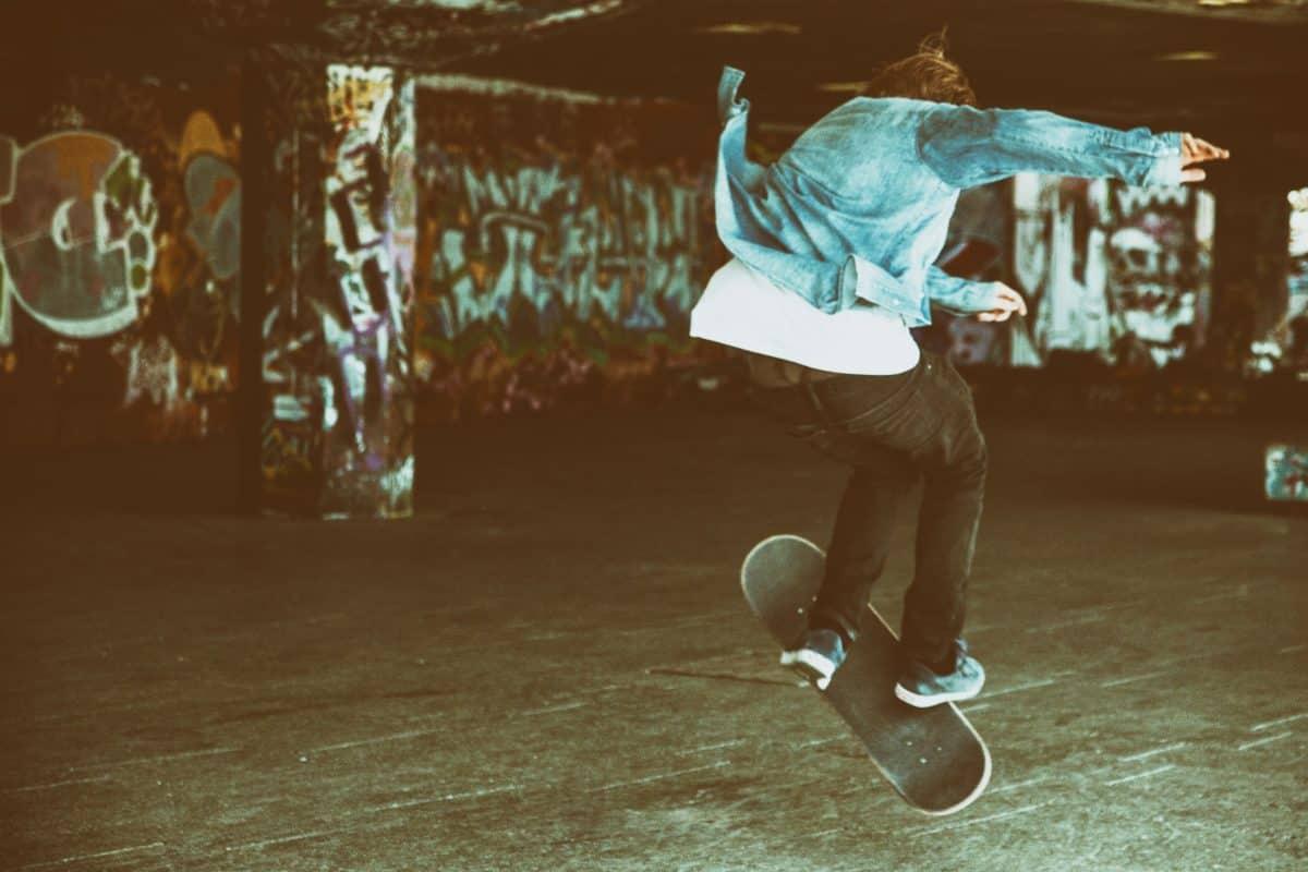 ľudia, šport, skateboard, cvičenie, skok, ulica