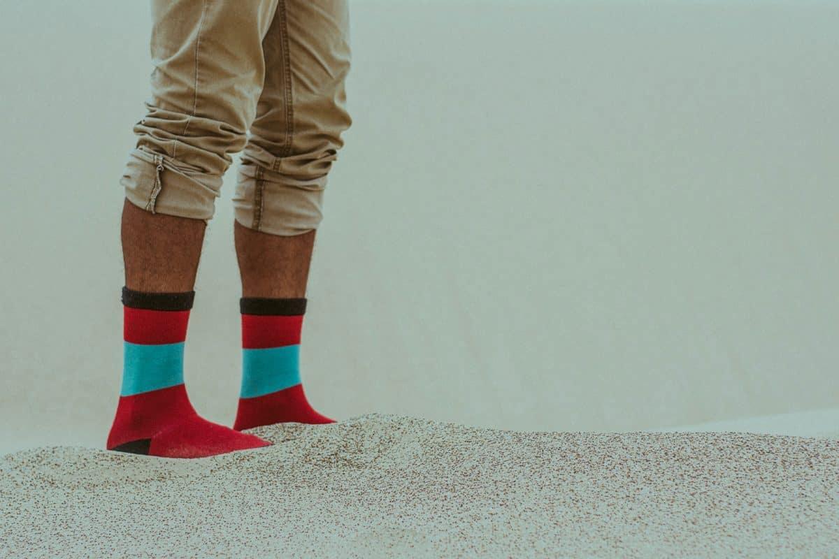 Calzado mujer, calcetín, arena, persona