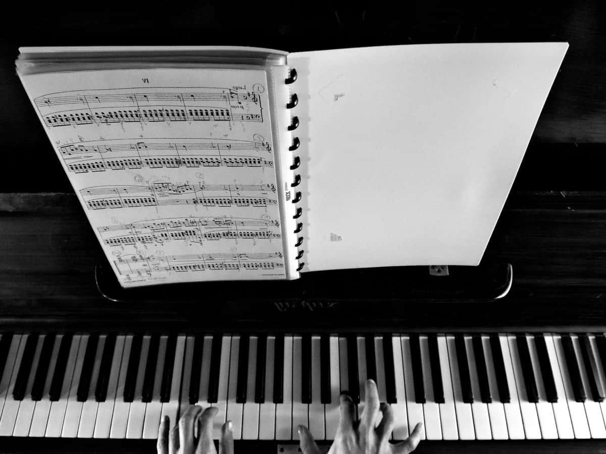 monocromo, instrumento de la música, sintetizador, acordes, piano, música, analógico, mano