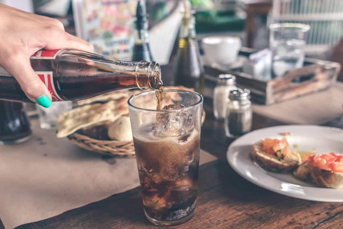 comida, bebida, vidrio, mano, bebida, líquido, frío, tabla, persona