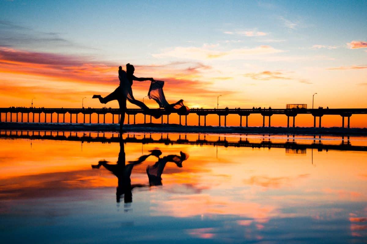 silueta, puesta de sol, agua, océano, reflexión, playa, amanecer, sol, muelle, mar, cielo