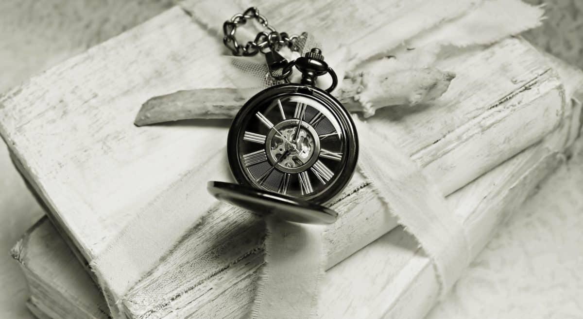 Stillleben, Metall, Monochrom, Uhr, Buch, Dekoration, Tisch, Bogen