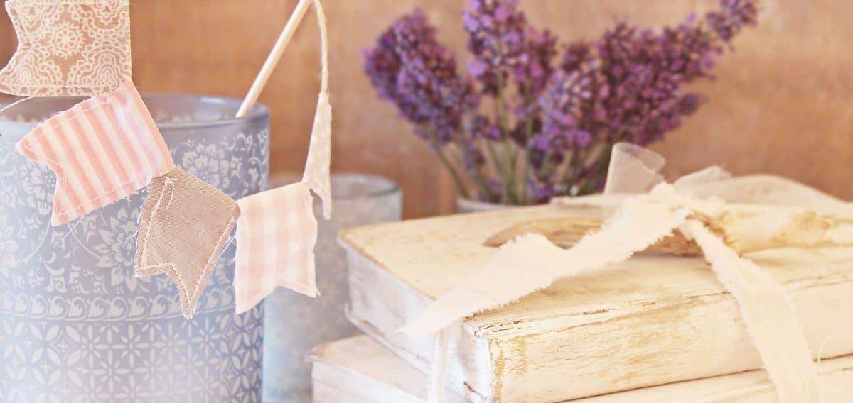 nature morte, fleur, livre, tissu, décoration, tableau coloré,